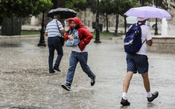 Καιρός: Βροχές και καταιγίδες μέχρι την Τρίτη και πτώση της θερμοκρασίας