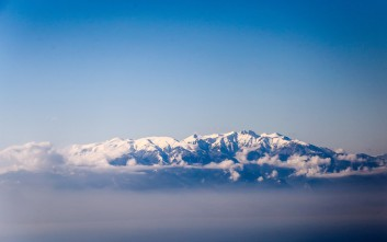 Καιρός: Σε εξέλιξη η κακοκαιρία Κίρκη με βροχές και καταιγίδες - Έπεσαν χιόνια στον Όλυμπο