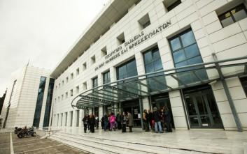 Υπουργείο Παιδείας: Η ΝΔ αρνείται να πάρει θέση για τη δράση της Χρυσής Αυγής στα σχολεία