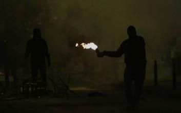 Νέες επιθέσεις με μολότοφ στα ΜΑΤ σε Πολυτεχνείο και Εξάρχεια