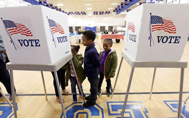 Οι επιδόσεις Δημοκρατικών και Ρεπουμπλικάνων στη συγκέντρωση προεκλογικών πόρων