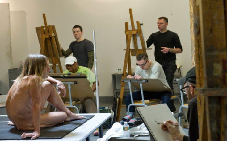 O Ιggy Pop ποζάρει γυμνός στη Σχολή Καλών Τεχνών της Νέας Υόρκης