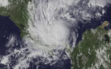 Φονικό το πέρασμα του τυφώνα Ότο από την Κόστα Ρίκα