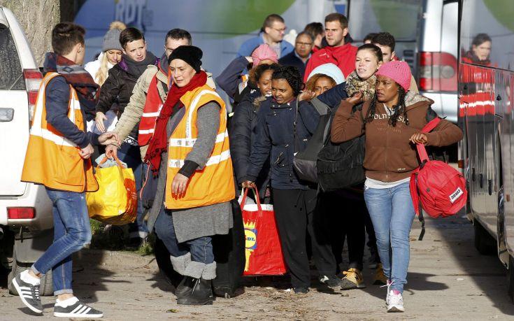 Το Συμβούλιο της Επικρατείας ενέκρινε την παροχή βοήθειας στους μετανάστες του Καλαί