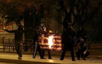 Βρέθηκε ο δράστης που έκαψε τη σημαία στα επεισόδια στο Πολυτεχνείο
