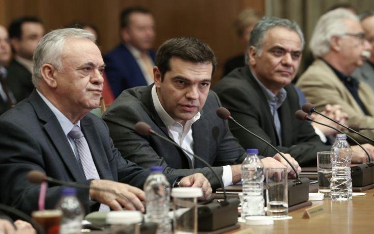 «Ξορκίζει» εκλογές και νέα μέτρα η κυβέρνηση