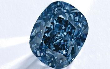 Μπλε διαμάντι πουλήθηκε για 15,9 εκατ. ευρώ