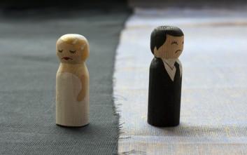 Η μάνα που επιχείρησε να κάψει τον γιο της για να μην παντρευτεί την αγαπημένη του