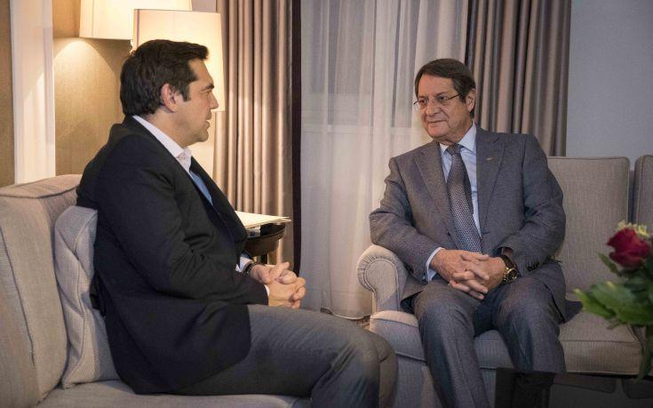 Ο Αναστασιάδης ενημέρωσε τον Τσίπρα για τη διαπραγμάτευση