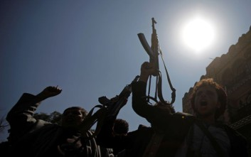 Αποσύρονται από λιμάνια της Χοντέιντα οι δυνάμεις των Χούτι στην Υεμένη