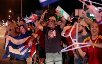 Με χορούς και πανηγύρια γιόρτασαν το θάνατο του Κάστρο