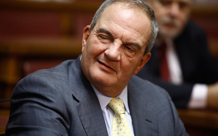 Χαμόγελα και «πηγαδάκια» με ενδιαφέρον στη «γαλάζια» κοινοβουλευτική ομάδα