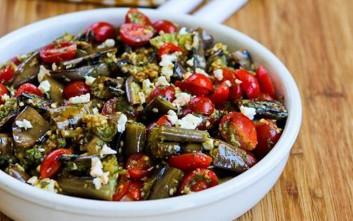 Σαλάτα με μελιτζάνες, ντομάτα και ελιές