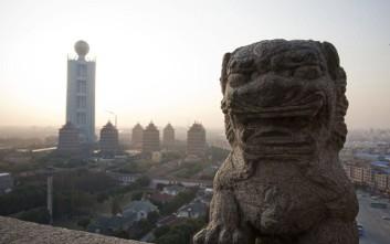 Το μυστηριώδες και πάμπλουτο χωριό της Κίνας όπου βασιλεύει ο σοσιαλισμός