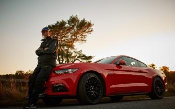 Τι μπορεί να κάνει ένας 97χρονος με μία νέα Ford Mustang GT fastback