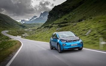 Η BMW έχει βγάλει στους δρόμους πάνω από 100.000 ηλεκτροκίνητα μοντέλα