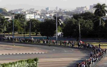 Ουρές και 21 κανονιοβολισμοί στις τελετές στη μνήμη του Φιντέλ Κάστρο