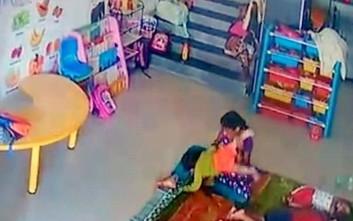 Νηπιαγωγός χτυπά βρέφος και του φέρεται βάναυσα στην Ινδία