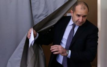 Ο Ρούμεν Ράντεφ των Σοσιαλιστών κερδίζει τις εκλογές στη Βουλγαρία