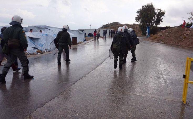 Αναταραχή και συμπλοκές σε καταυλισμό μεταναστών στη Χίο