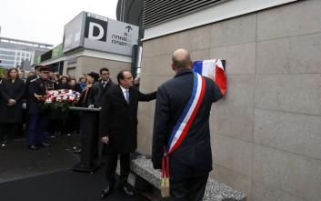 Το Παρίσι δεν ξεχνά τα 130 θύματα της τρομοκρατικής επίθεσης