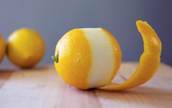 Τρεις έξυπνες χρήσεις της φλούδας του λεμονιού