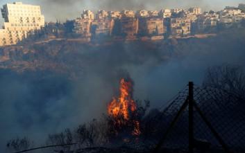 Στο έλεος της πύρινης λαίλαπας για τρίτη μέρα το Ισραήλ