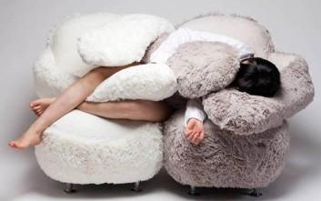 Ο καναπές που φτιάχτηκε για αγκαλιές
