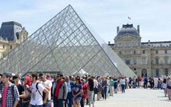Σύστημα υποχρεωτικής κράτησης λόγω κοσμοσυρροής επισκεπτών βάζει το Λούβρο