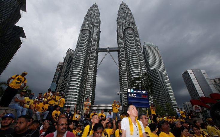 Χιλιάδες διαδηλωτές στη Μαλαισία ζητούν παραίτηση του πρωθυπουργού