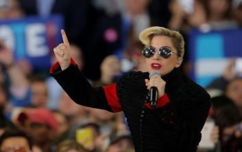 Λύγισε από τους φρικτούς πόνους η Lady Gaga
