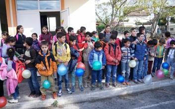 Τραγούδια και δώρα για τα προσφυγόπουλα στο Μοσχοχώρι Λαμίας