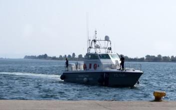 Μετανάστες εντοπίστηκαν να κολυμπούν ανοικτά της Χίου