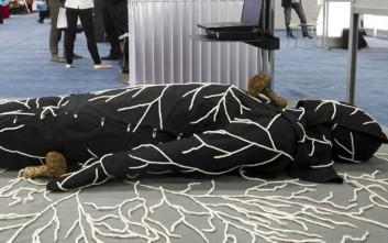 Κοστούμι με σπόρια από μανιτάρια που καταβροχθίζει την ανθρώπινη σάρκα