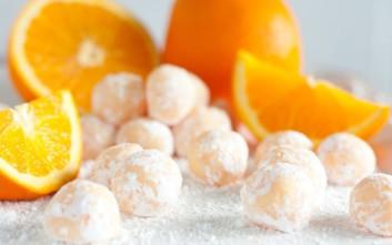 Τρουφάκια πορτοκαλιού με αμύγδαλο
