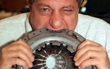 Ο άνθρωπος που έφαγε από αεροπλάνο μέχρι και ό,τι άλλο δεν μπορεί να φαγωθεί