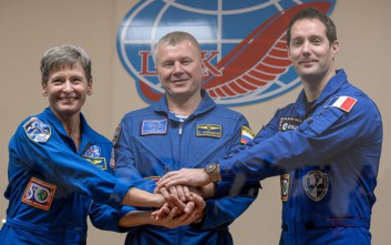 Η γηραιότερη γυναίκα αστροναύτης ταξιδεύει για τον Διεθνή Διαστημικό Σταθμό