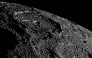 Νέες εντυπωσιακές φωτογραφίες του νάνου πλανήτη Δήμητρα