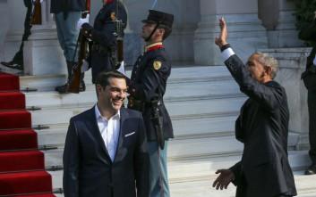 Ποιον χαιρετούσε ο Ομπάμα καθώς έφτανε στο Μέγαρο Μαξίμου