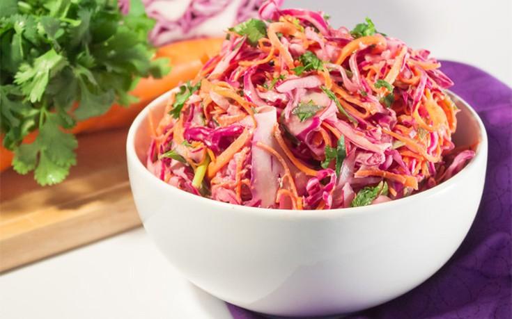 Λαχανοσαλάτα με σως γιαουρτιού