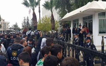 Τουρκοκύπριοι στους δρόμους, ζητούν παραίτηση της «ψευδοκυβέρνησης»