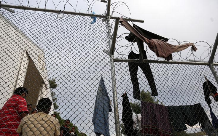 Εγκλωβισμένοι 9.807 πρόσφυγες και μετανάστες στα νησιά του βορείου Αιγαίου