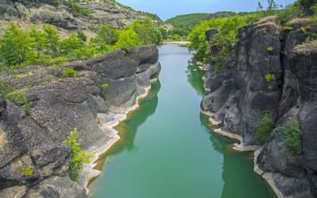 Ποτάμια της Ελλάδας σε φθινοπωρινό φόντο