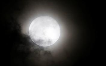Πανσέληνος και έκλειψη παρασκιάς της Σελήνης απόψε