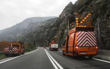 Πτώση βράχων στην παλαιά εθνική οδό στα Τέμπη