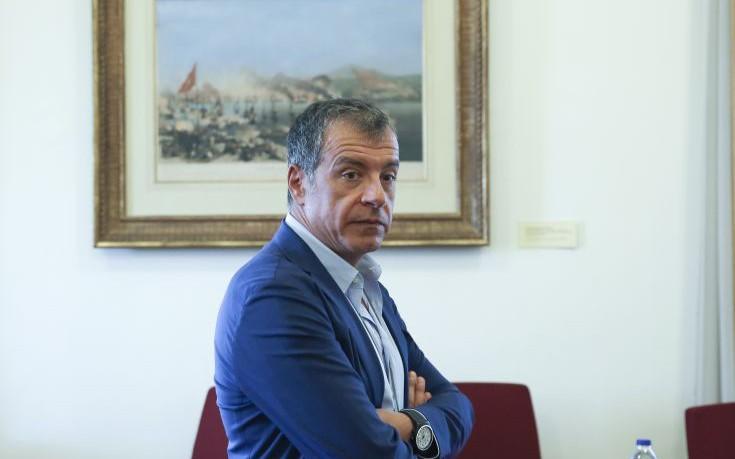 Θεοδωράκης: Κάποιος να πει στους γείτονες πως δεν παίζουμε σε τουρκική σαπουνόπερα