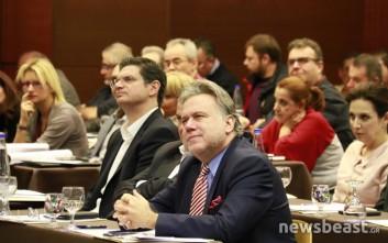 Συνδικαλιστές διέκοψαν την ομιλία Κατρούγκαλου σε συνέδριο του ΙΚΑ