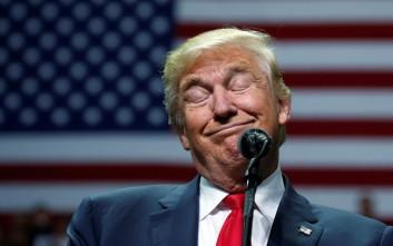 Σε ελεύθερη πτώση η δημοτικότητα του Τραμπ