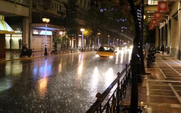 Καιρός: Η Διδώ συνεχίζει να σαρώνει την Ελλάδα με καταιγίδες και ισχυρούς ανέμους