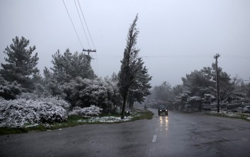 Πρώτα χιόνια στην Πάρνηθα, χειμωνιάτικο σκηνικό σε όλη τη χώρα